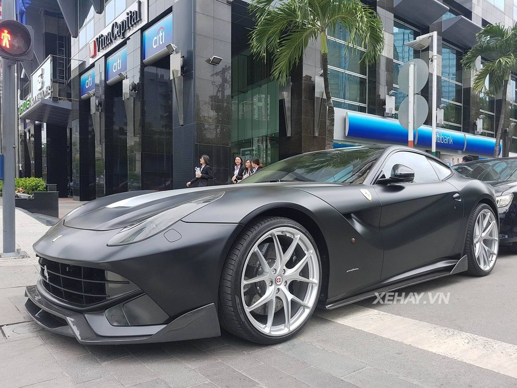 Chiêm ngưỡng Siêu xe Ferrari F12 Berlinetta độ DMC của Cường Đô La trên phố Sài Gòn