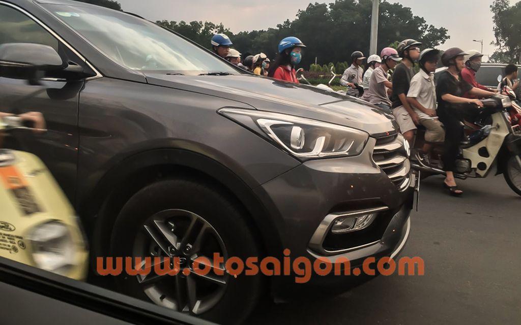 Hyundai Santafe 2016 chở tiền Bắt gặp Hyundai Santafe 2016 chở tiền tại TP. Hồ Chí Minh xehay hyundai santafe 2016 28111503