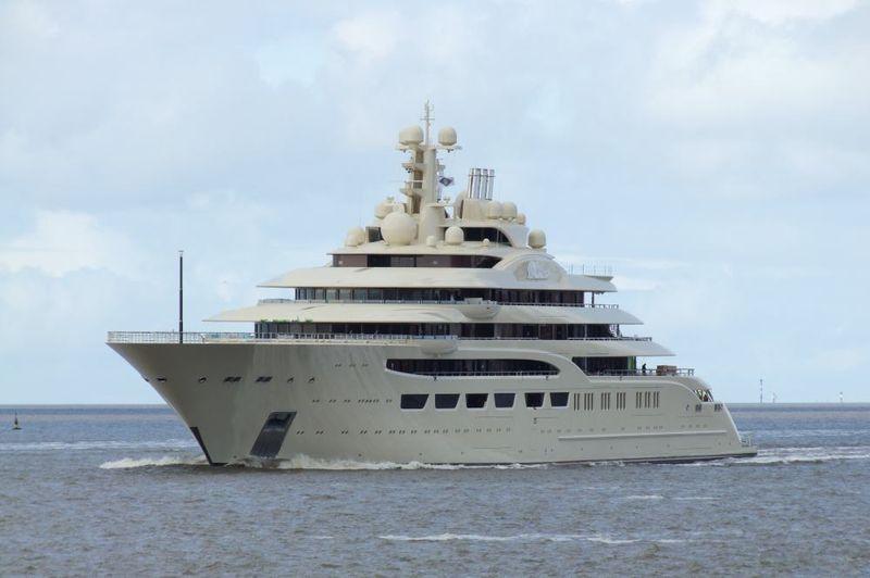 Lurssen giao si u du thuy n dilbar 600 tri u usd cho ng i for Classifica yacht piu grandi del mondo