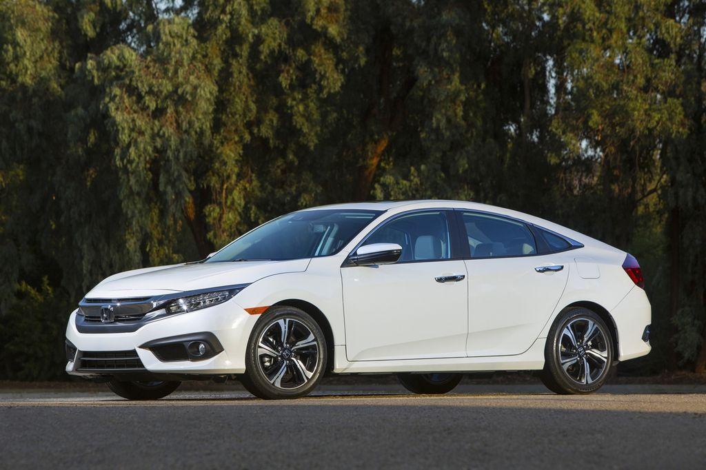 Honda Civic 2017 Sedan bổ sung hộp số sàn 6 cấp
