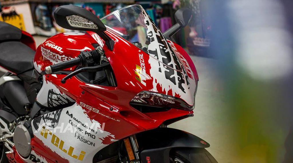 Ducati 959 Panigale độ cực chất với bộ tem đấu cùng loạt đồ chơi hiệu 5
