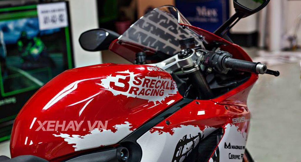 Ducati 959 Panigale độ cực chất với bộ tem đấu cùng loạt đồ chơi hiệu 6