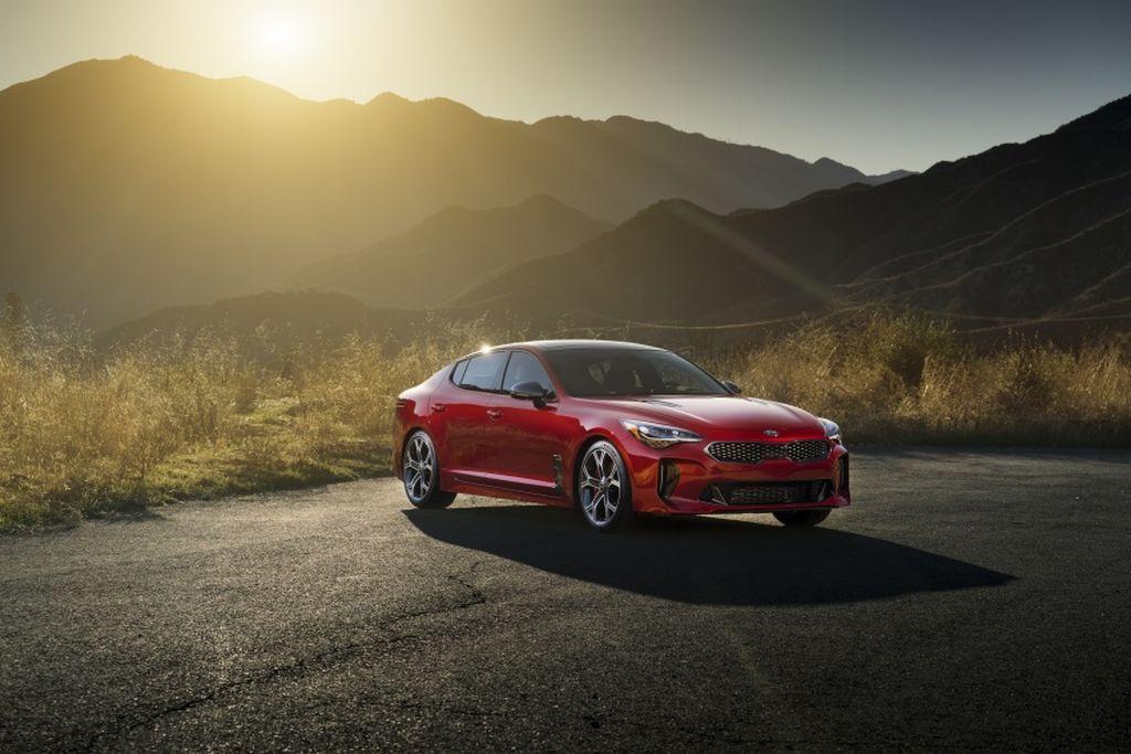 Xế hộp Kia Stinger 2018 giá 725 triệu đồng đoạt danh hiệu thiết kế đẹp nhất thế giới