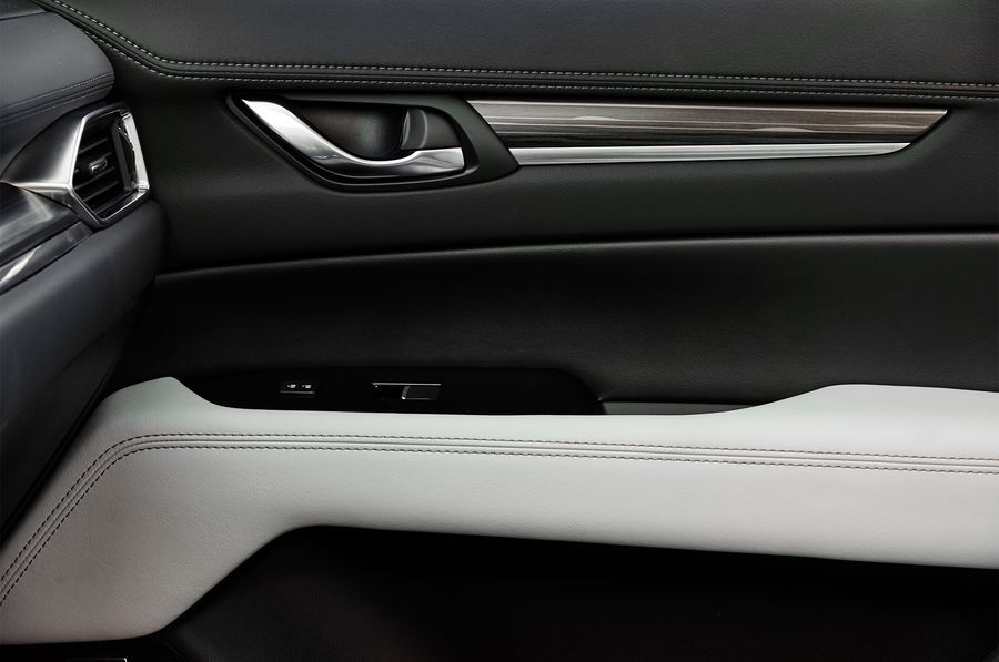 Hình ảnh: [ĐÁNH GIÁ XE] Mazda CX-5 2017 - Lột xác để trở thành crossover tinh tế và cao cấp số 17
