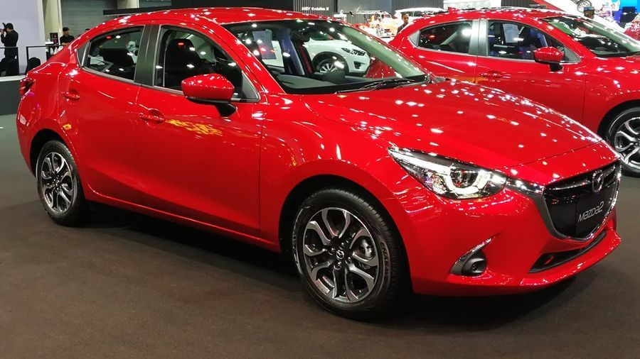 So sánh Mazda 2 Hatchback 2017 và Suzuki Swift 2017