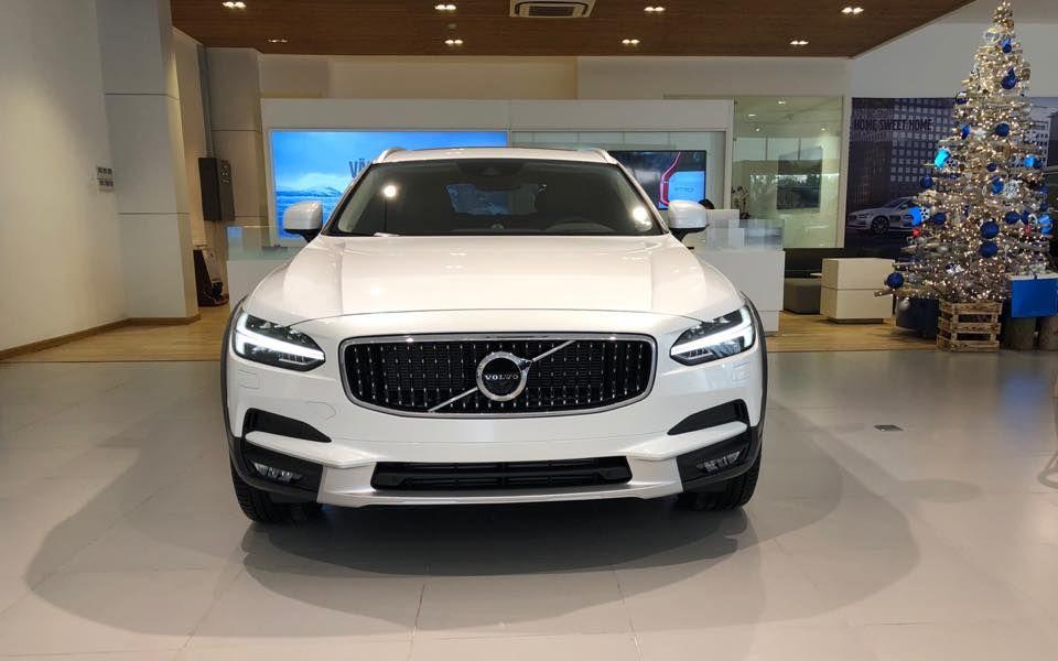 Chi tiết Volvo V90 Cross Country 2018 về Về Việt Nam có giá bán bao nhiêu?