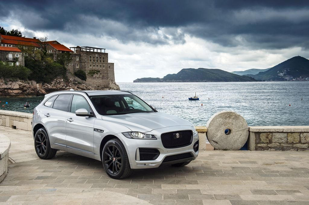 jaguar f pace i th porsche macan ch nh th c ra m t. Black Bedroom Furniture Sets. Home Design Ideas