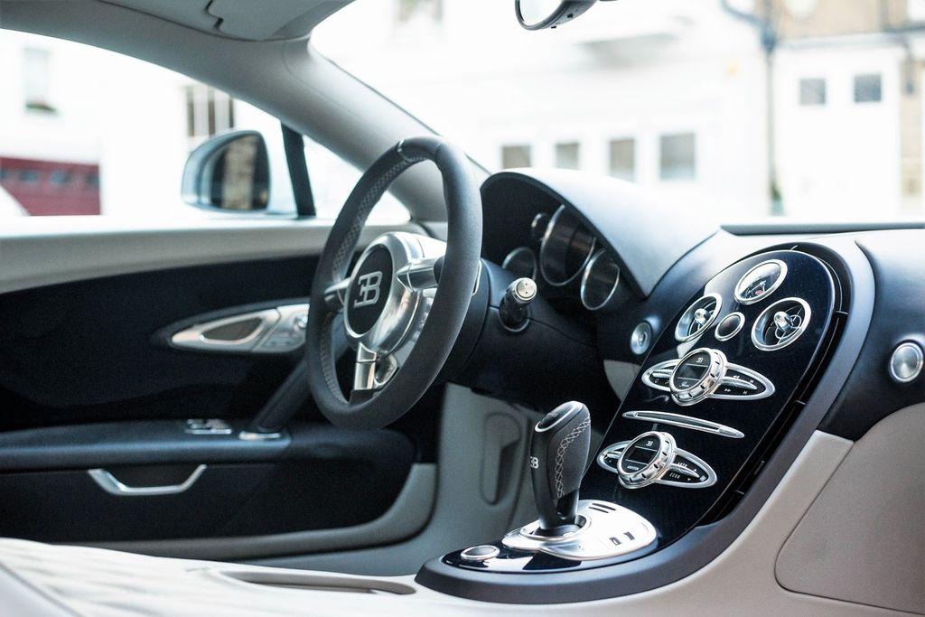 veyron super sport s l a ch n thay th cho bugatti chiron. Black Bedroom Furniture Sets. Home Design Ideas