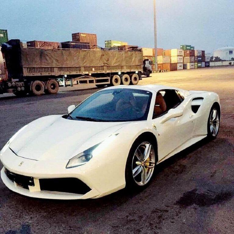 '. Ferrari 488 Spider mui trần thứ 3 đặt lốp về Việt Nam .'