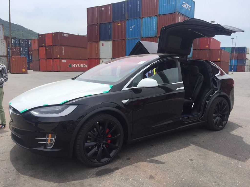https://xehay.vn/uploads/images/2017/5/02/xehay-Tesla%20Model%20X%20P100D-090517-2.jpg