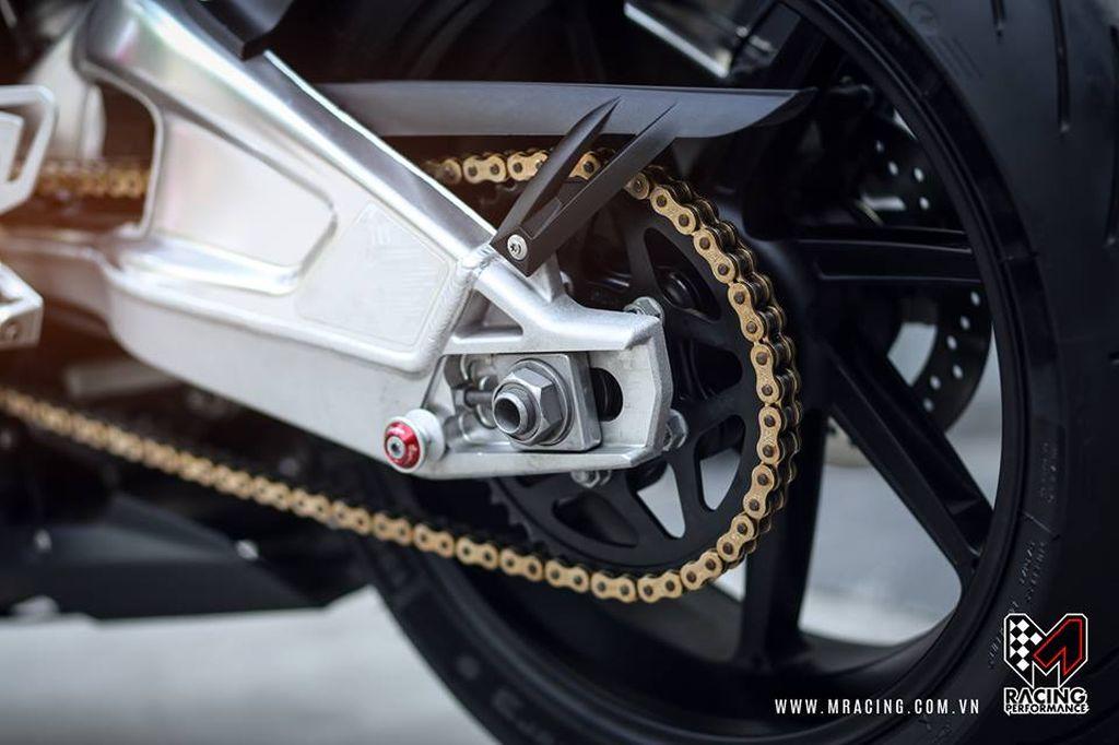 Chiêm ngưỡng vẻ đẹp khó cưỡng của siêu mô tô BMW S1000RR - ảnh 4
