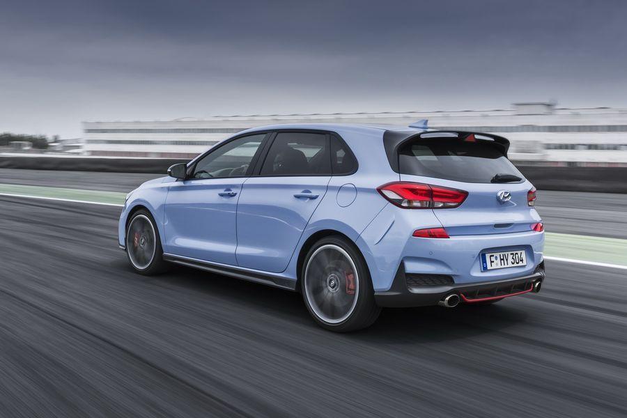 Hyundai i30 N mới có giá khởi điểm chỉ 768 triệu VNĐ, rẻ hơn đối thủ VW Golf GTI - ảnh 2