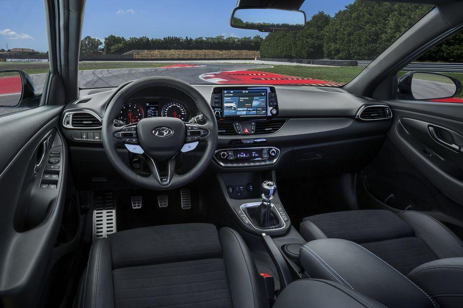 Hyundai i30 N mới có giá khởi điểm chỉ 768 triệu VNĐ, rẻ hơn đối thủ VW Golf GTI - ảnh 4