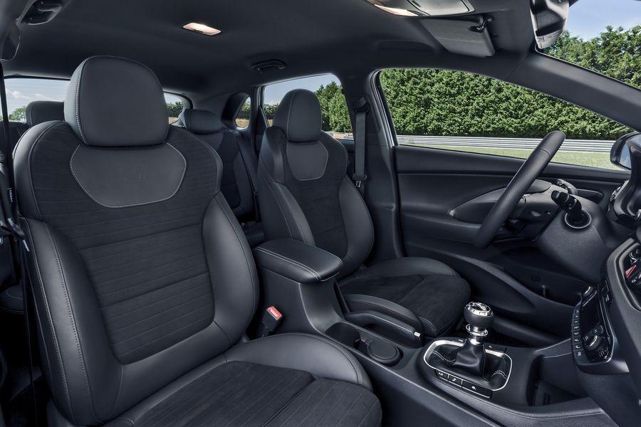 Hyundai i30 N mới có giá khởi điểm chỉ 768 triệu VNĐ, rẻ hơn đối thủ VW Golf GTI - ảnh 3