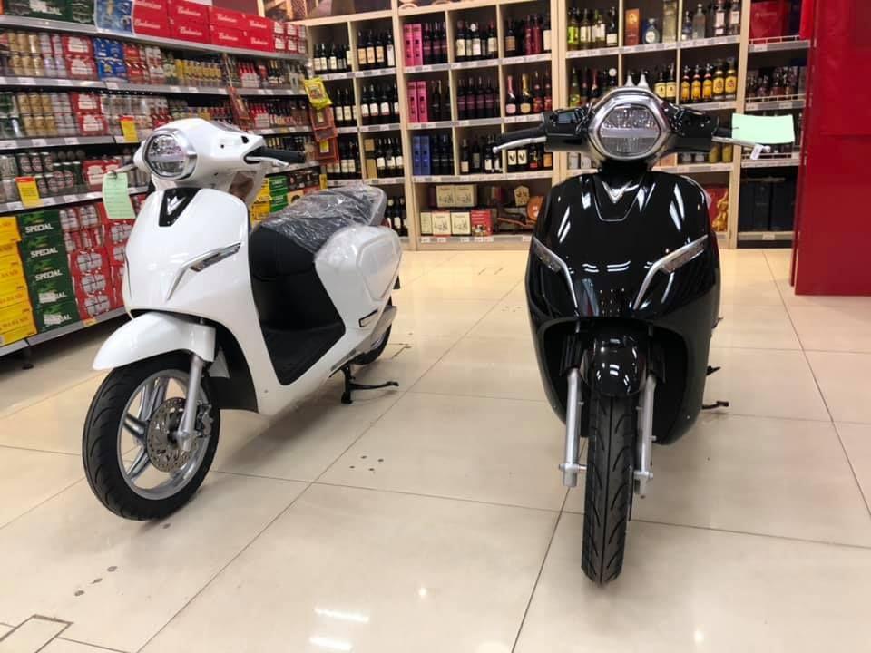 Xe máy điện VinFast Klara ồ ạt về đại lý và siêu thị trước ngày mở bán chính thức - Hình 1