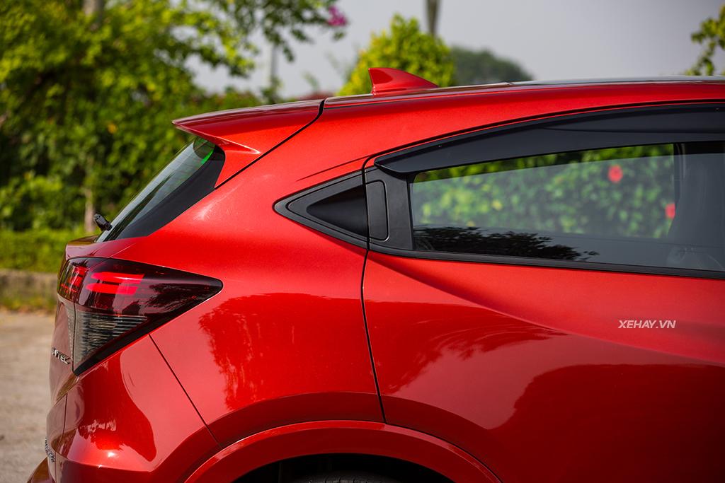 Hông xe Honda HR-V 2019 màu đỏ mới