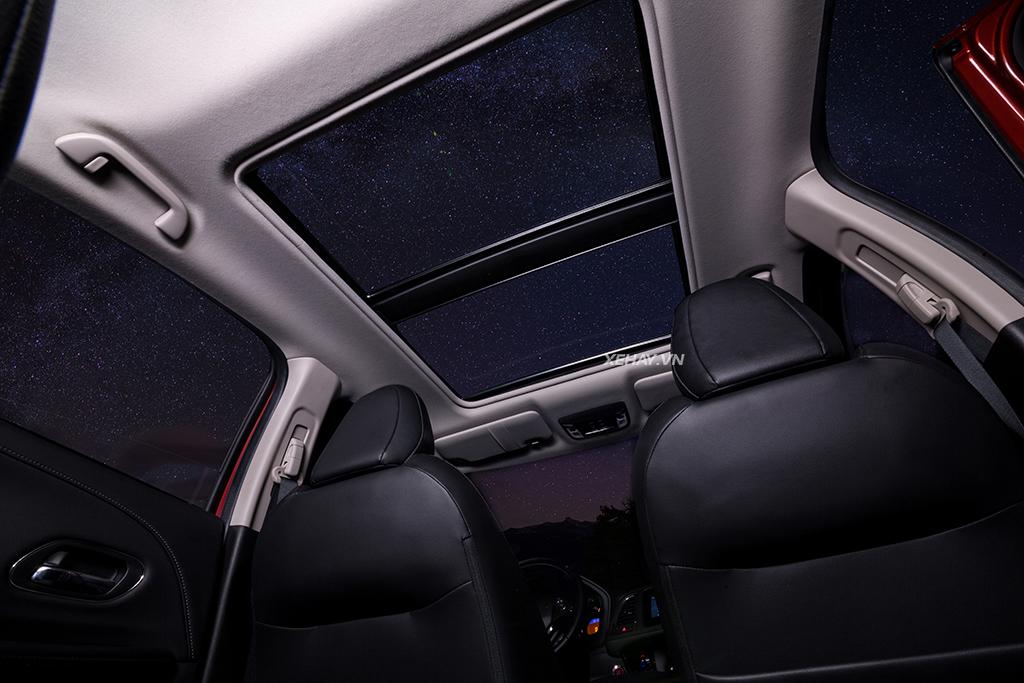 Cửa nóc toàn cảnh xe Honda HR-V 2019