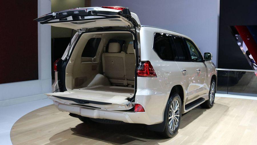 ... giá bán của LX 570 đắt nhất cũng chỉ là 86.572 USD (~ 1,96 tỷ VNĐ),  tăng 1.192 USD (~ 27 triệu VNĐ) so với tiêu chuẩn (chưa bao gồm phí vận  chuyển).