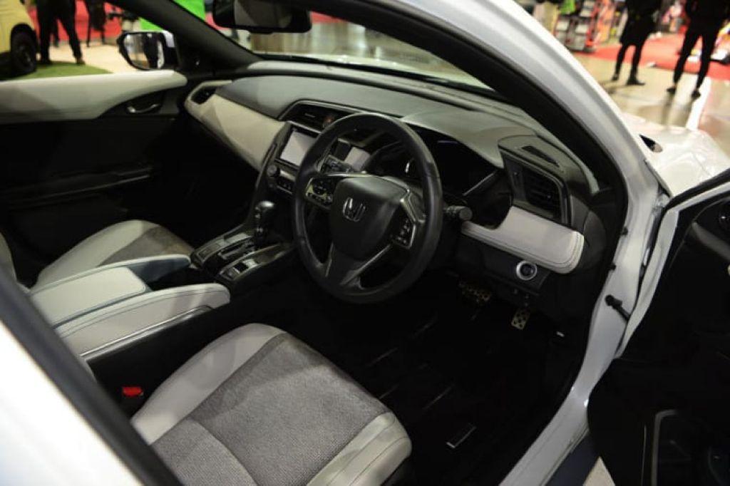 Khoang lái xe Honda Civic 2019 mới