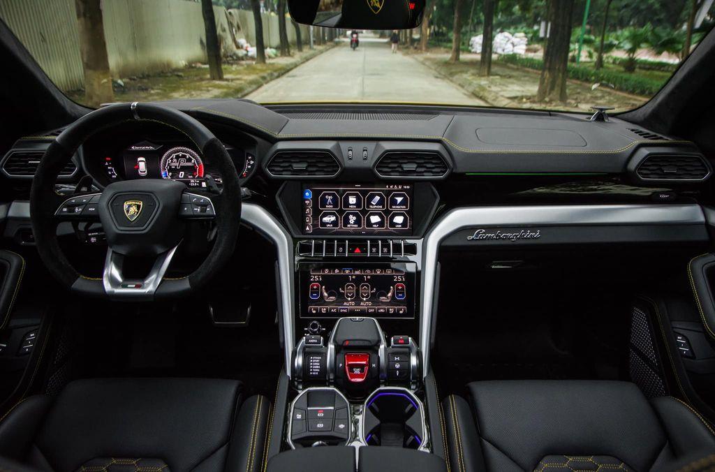 VIDEO] Trải nghiệm Lamborghini URUS - SUV triệu đô nhanh