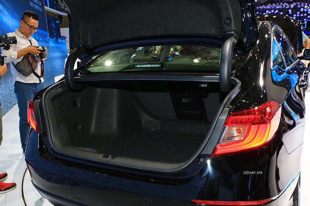 Cốp xe Honda Accord 2020
