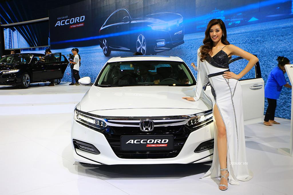 Đầu xe Honda Accord 2020 màu trắng