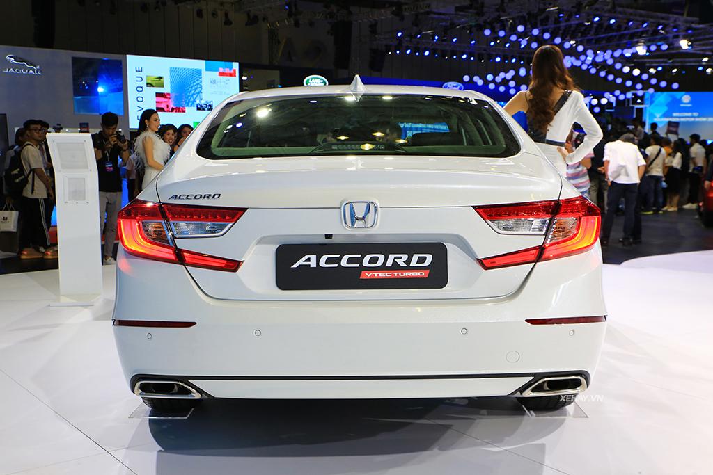 Đuôi xe Honda Accord 2020 màu trắng mới nhập Thái Lan