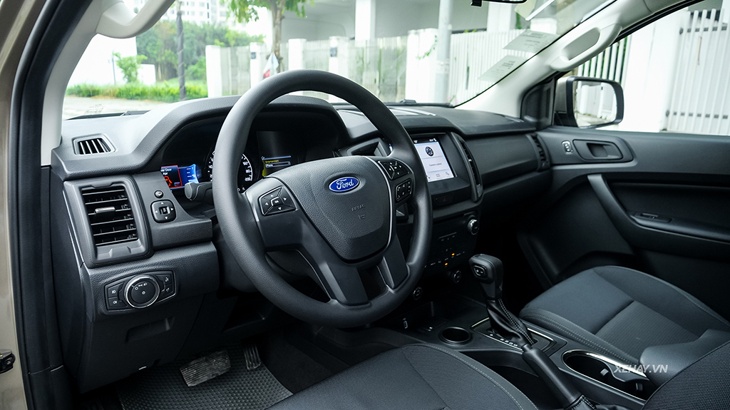 cabin lái xe Ford Everest 2019 mới
