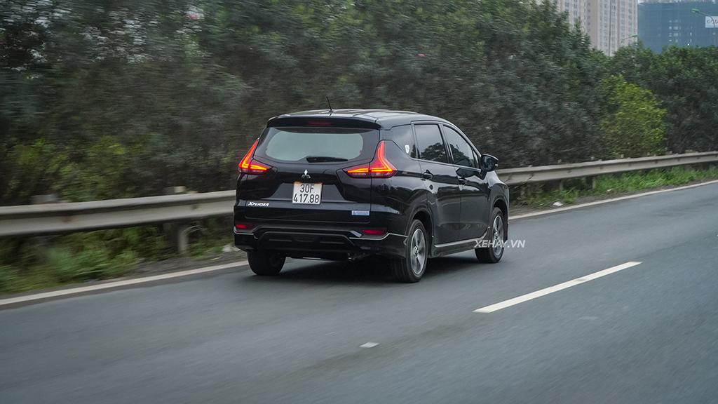 Đuôi xe Mitsubishi Xpander màu đen số sàn