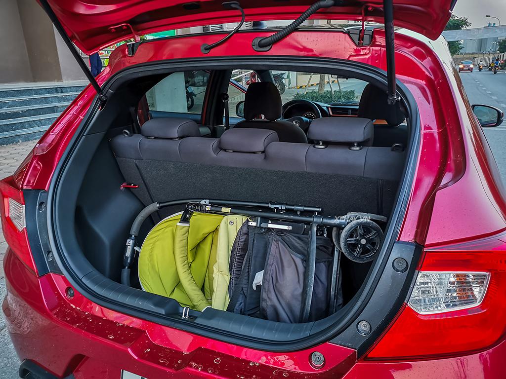 Cốp sau xe Honda Brio Rs màu đỏ 2020