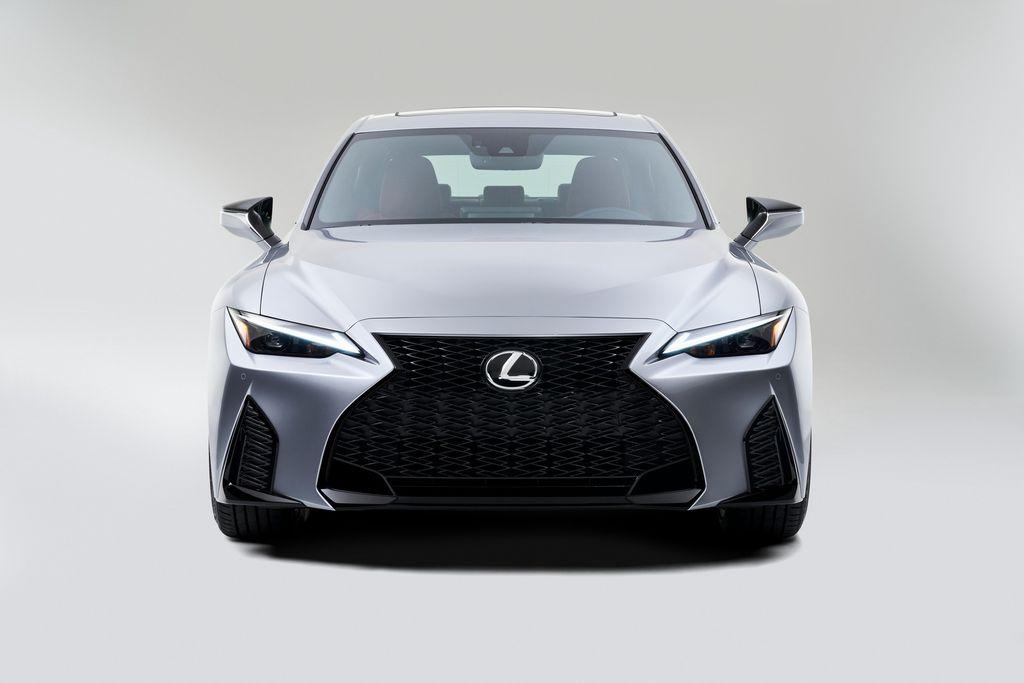 Xehay IS 210820 10 Lexus IS 2021 cạnh tranh cùng Mercedes-Benz C-Class và BMW 3-Series