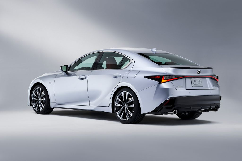 Xehay IS 210820 7 Lexus IS 2021 cạnh tranh cùng Mercedes-Benz C-Class và BMW 3-Series