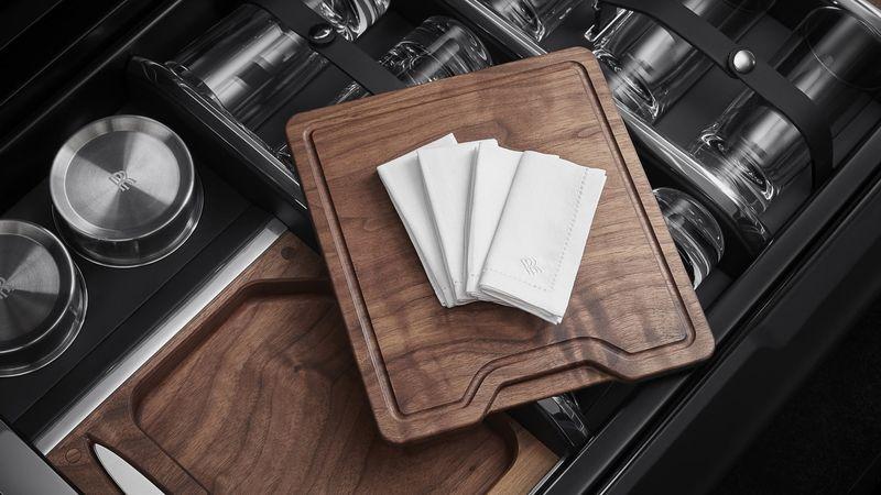 Khám phá khoang cốp có thể tùy biến bất tận của siêu SUV Rolls-Royce Cullinan