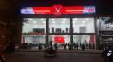 """VinFast bán giá """"sốc"""" - người dân xếp hàng mua xe trong đêm"""