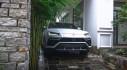 Cận cảnh Lamborghini Urus màu trắng trước cửa nhà đại gia Minh Nhựa
