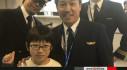 Cựu vô địch thế giới lái máy bay chở tân kỷ lục gia 11 tuổi