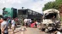 Xe tải đối đầu xe khách làm 12 người bị thương