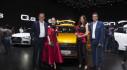 """Siêu mẫu Thanh Hằng, """"chim công"""" múa Linh Nga lộng lẫy trên sân khấu Audi Brand Experience Singapore 2018"""