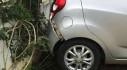 Giáo viên bất cẩn khi lùi xe ô tô khiến 2 học sinh tiểu học thương vong