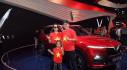 Kiều bào và du học sinh Việt Nam ở châu Âu tràn về Paris để xem tận mắt ô tô VinFast