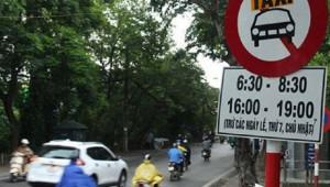 Khó xử phạt xe Uber, Grab đi vào đường cấm taxi