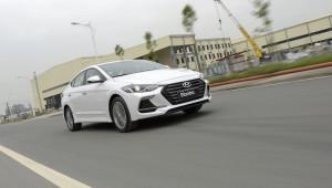 Giữa cơn khát ô tô của người Việt, Hyundai tung ra Elantra Sport 2018 giá 729 triệu đồng