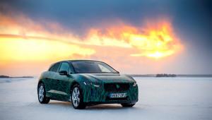 Mẫu xe điện sạc siêu tốc Jaguar I-Pace chinh phục địa hình băng tuyết tại Thụy Điển