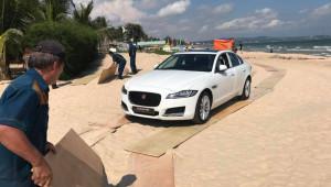 Minh Nhựa tặng Jaguar XF cho