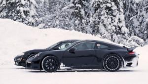 Porsche Mission E và nguyên mẫu Porsche 911 mới ''đọ'' thiết kế trên tuyết
