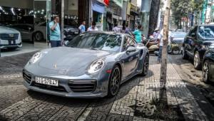 Bắt gặp Porsche 911 Turbo S xám lông chuột trên đường phố Sài Gòn